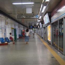 Métro Myeong-dong