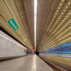 Stanica metra Náměstí míru