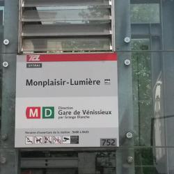 Monplaisir-Lumière Metro Station