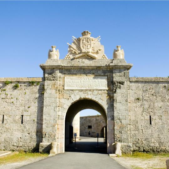 La Mola kindlus