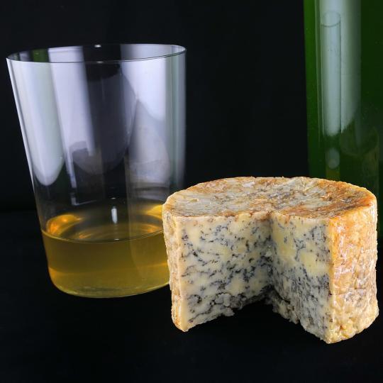 In Villaviciosa asturischen Apfelwein probieren