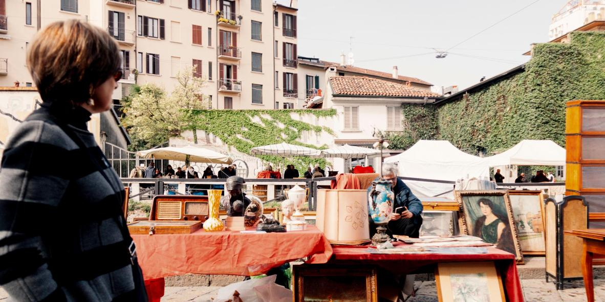 Antique artwork for sale along the Naviglio canal
