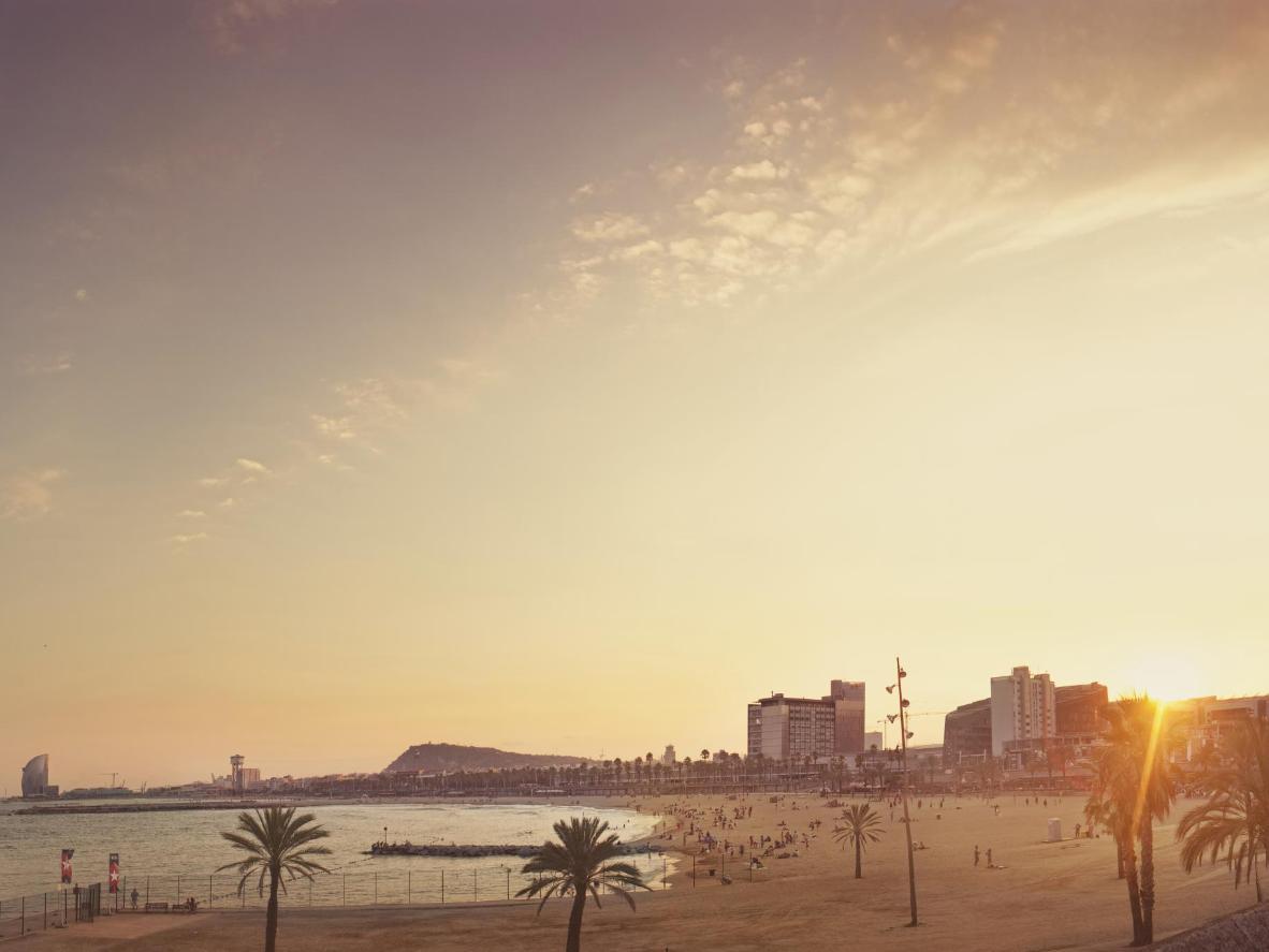 La ventaja de explorar Barcelona en otoño es evitar el calor sofocante del verano.
