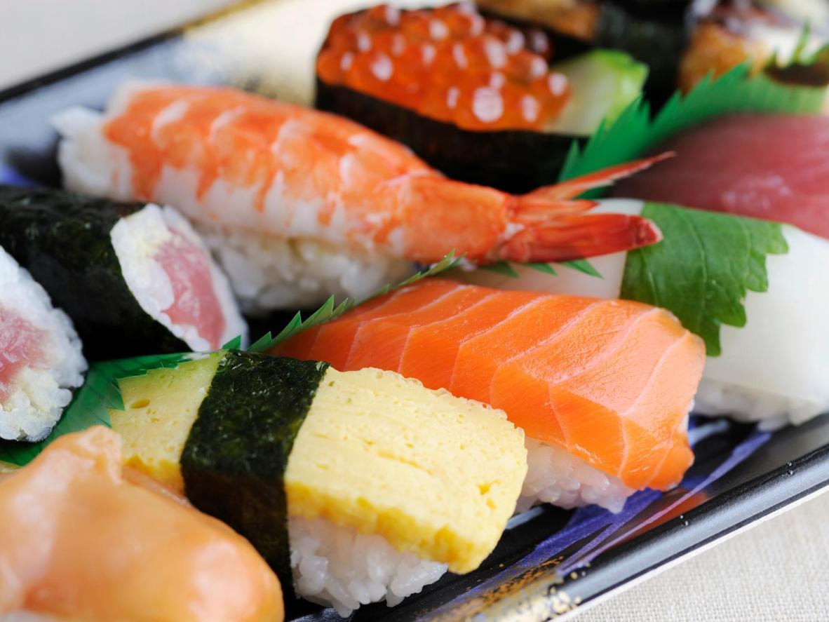 Piezas de sushi elegantemente construidas que datan de siglos atrás.
