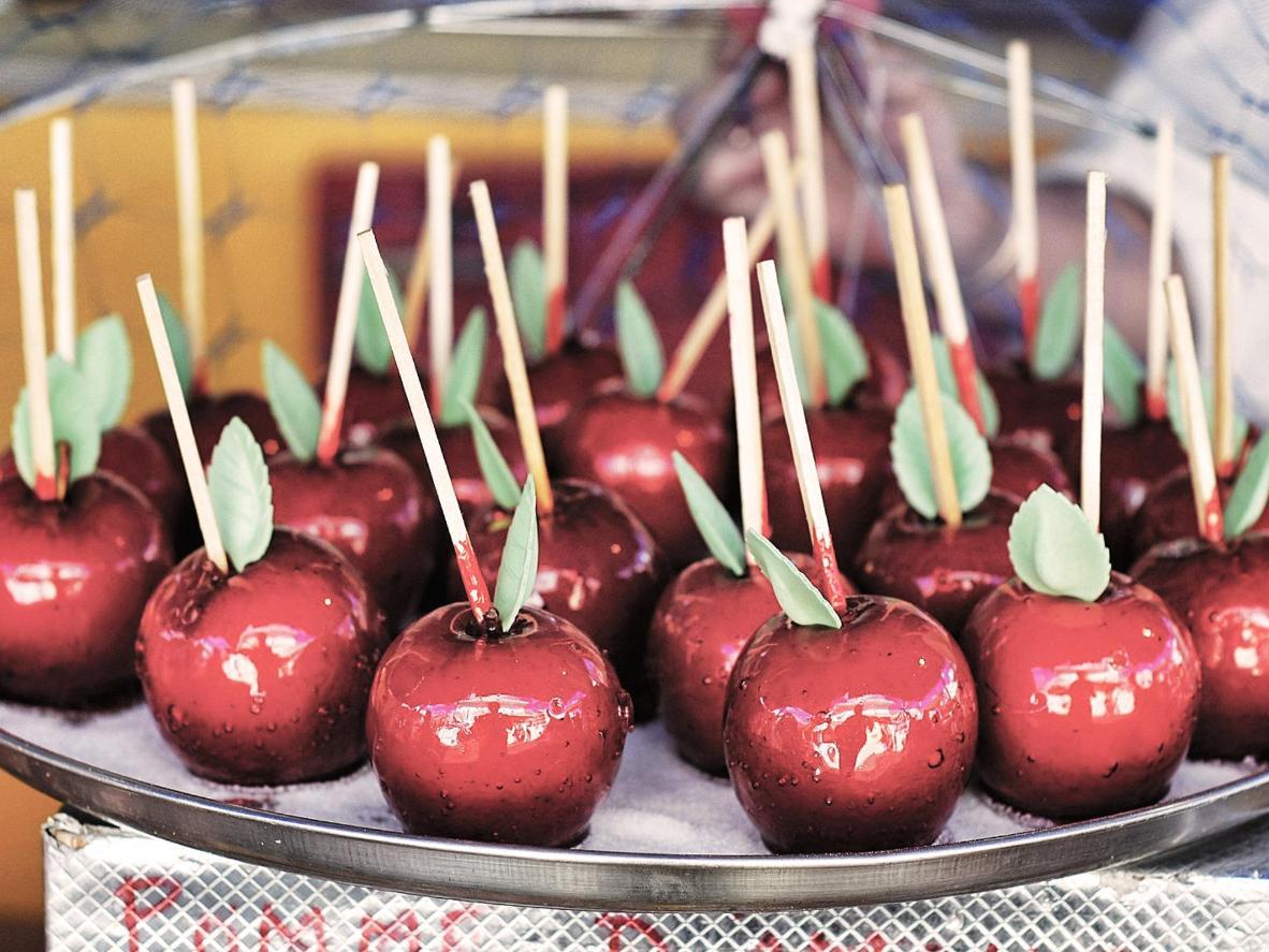 Spróbuj słodkich przysmaków sprzedawanych na jarmarku świątecznym Château d'Angers