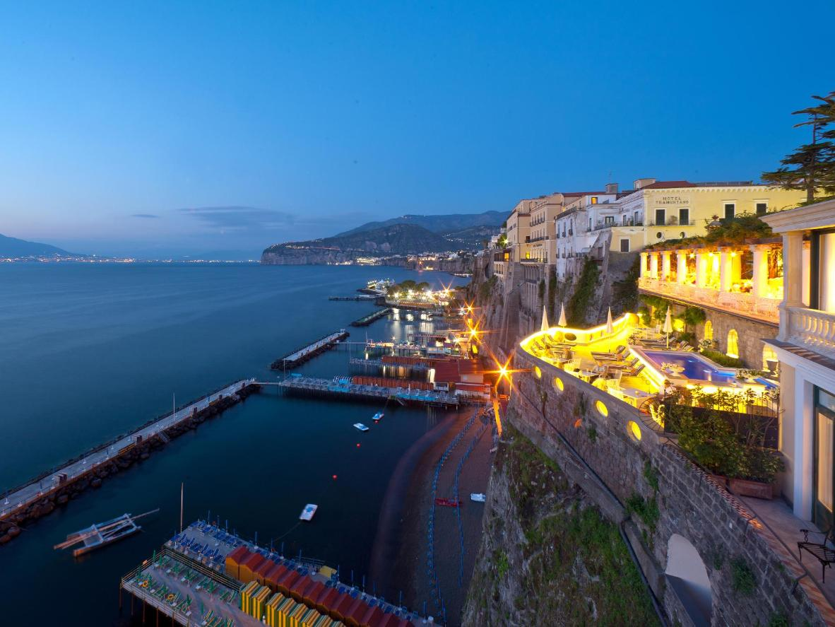 A panoramic view over the Gulf of Naples from Bellevue Syrene's terrace