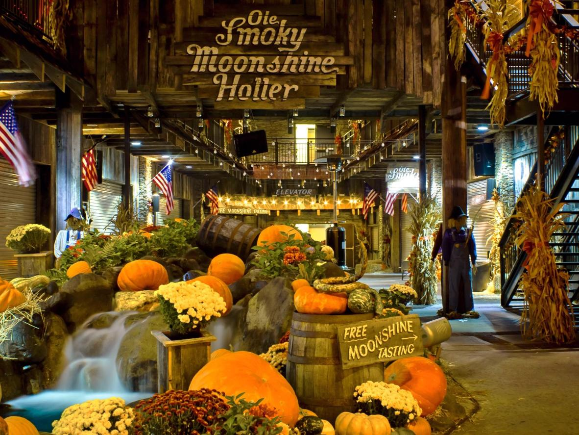 Halloween in Gatlinburg: even the Ole Smoky Moonshine distillery dresses up