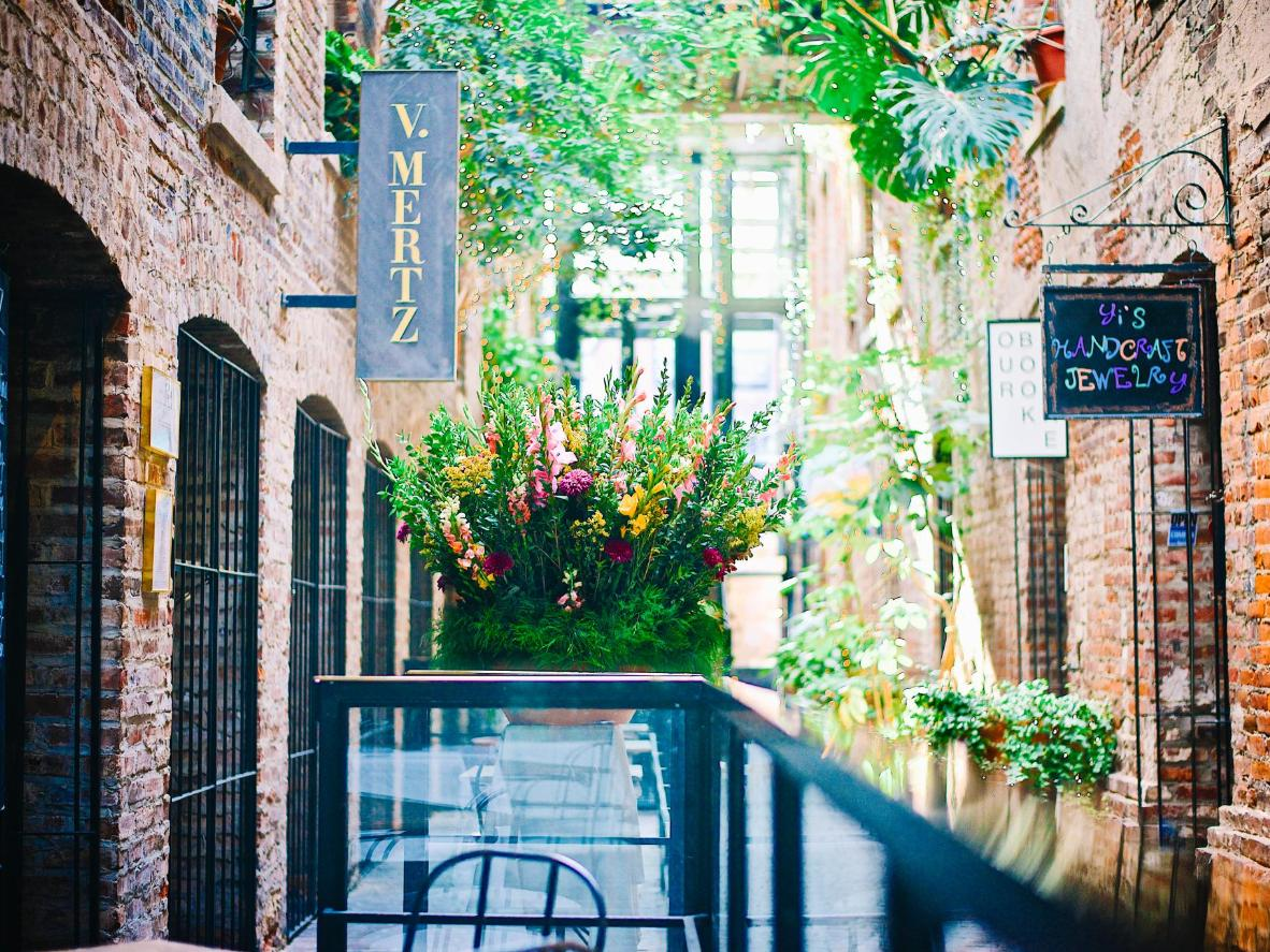 Find Omaha's best pubs down narrow alleyways