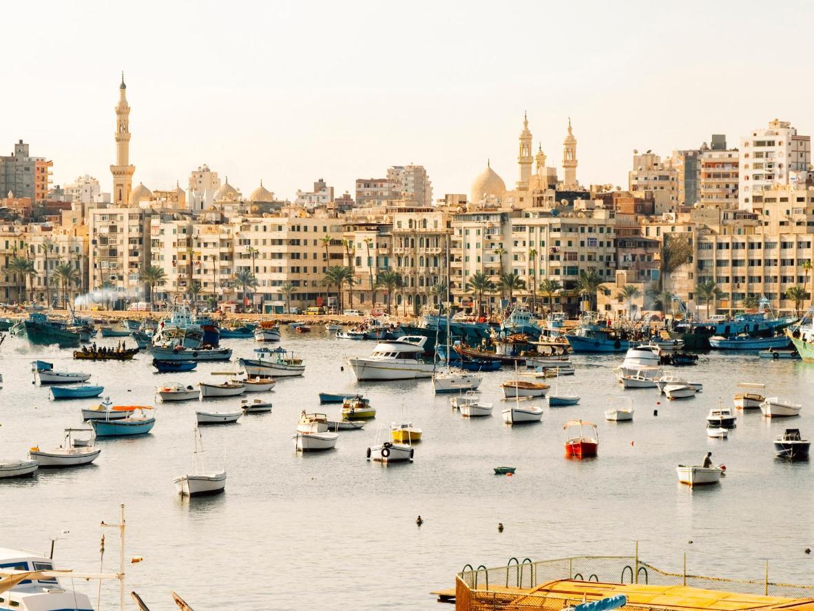 El puerto de Alejandría se llena cada día de barcos con el pescado más fresco