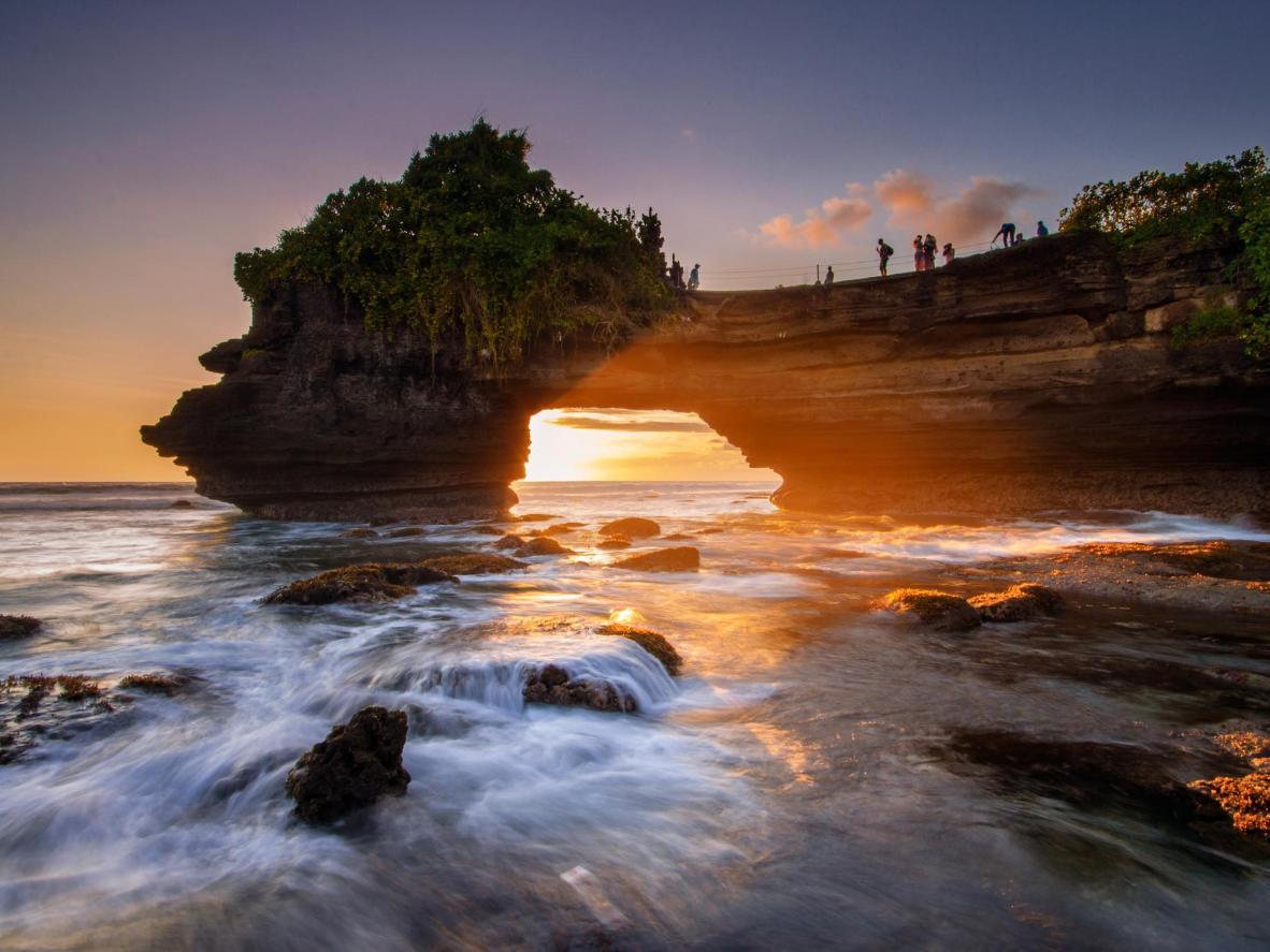 La magica isola di Tanah Lot al tramonto