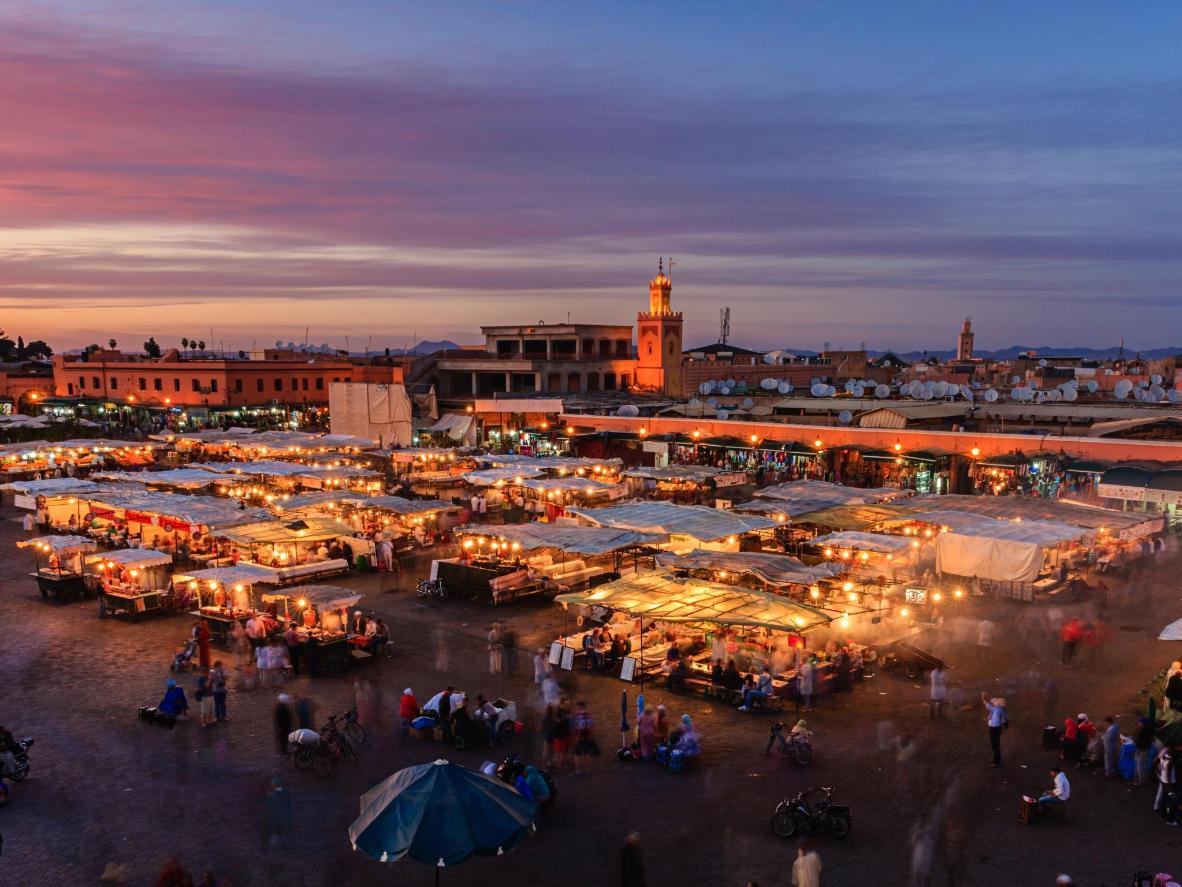Plaza del mercado en el lugar perfecto para explorar en los meses más fríos del otoño