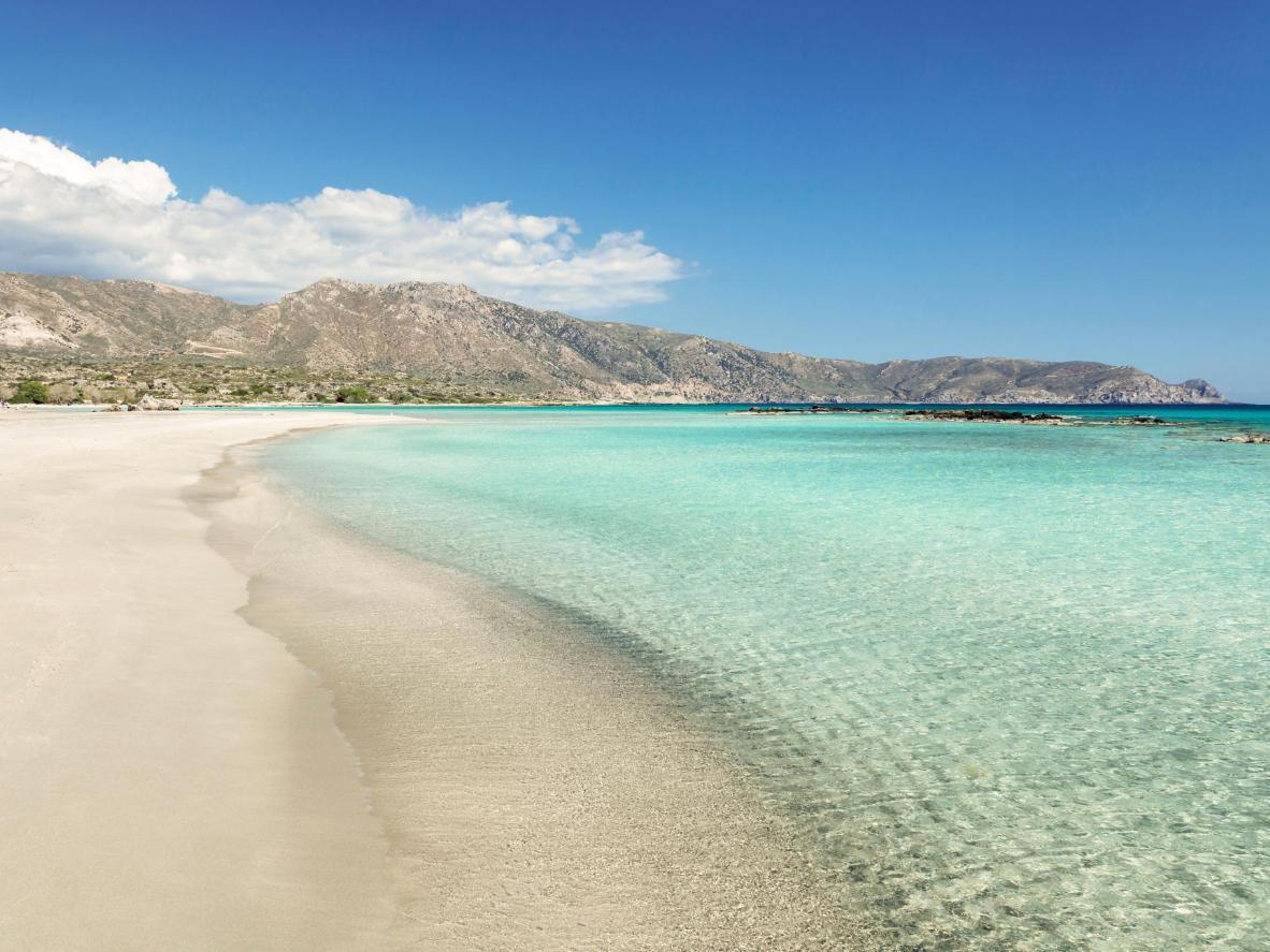Przejrzyste wody plaży Elafonisi na Krecie
