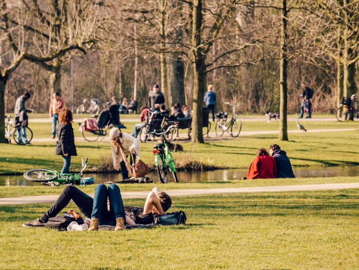 In bici per mano al Vondelpark, Amsterdam