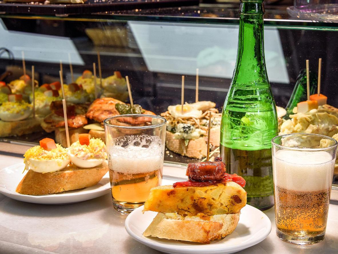 Bilbao es famoso por sus 'pintxos' - tapas hechas con sabrosas coberturas ensartadas en pan