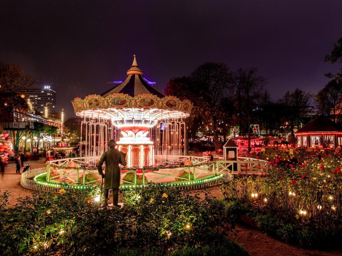 Los jardines de Tivoli en la noche