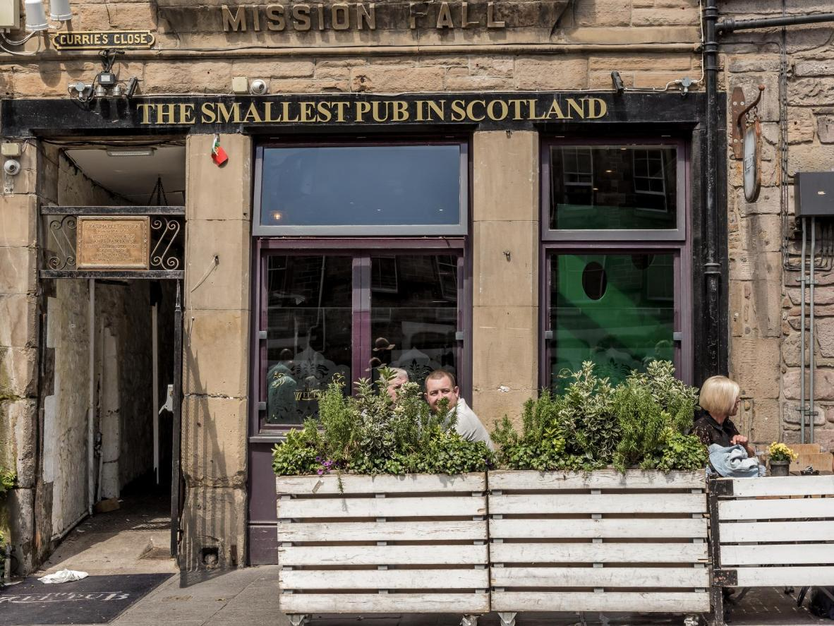The Wee Pub in Edinburgh Old Town – a tiny pub with a big selection of whisky