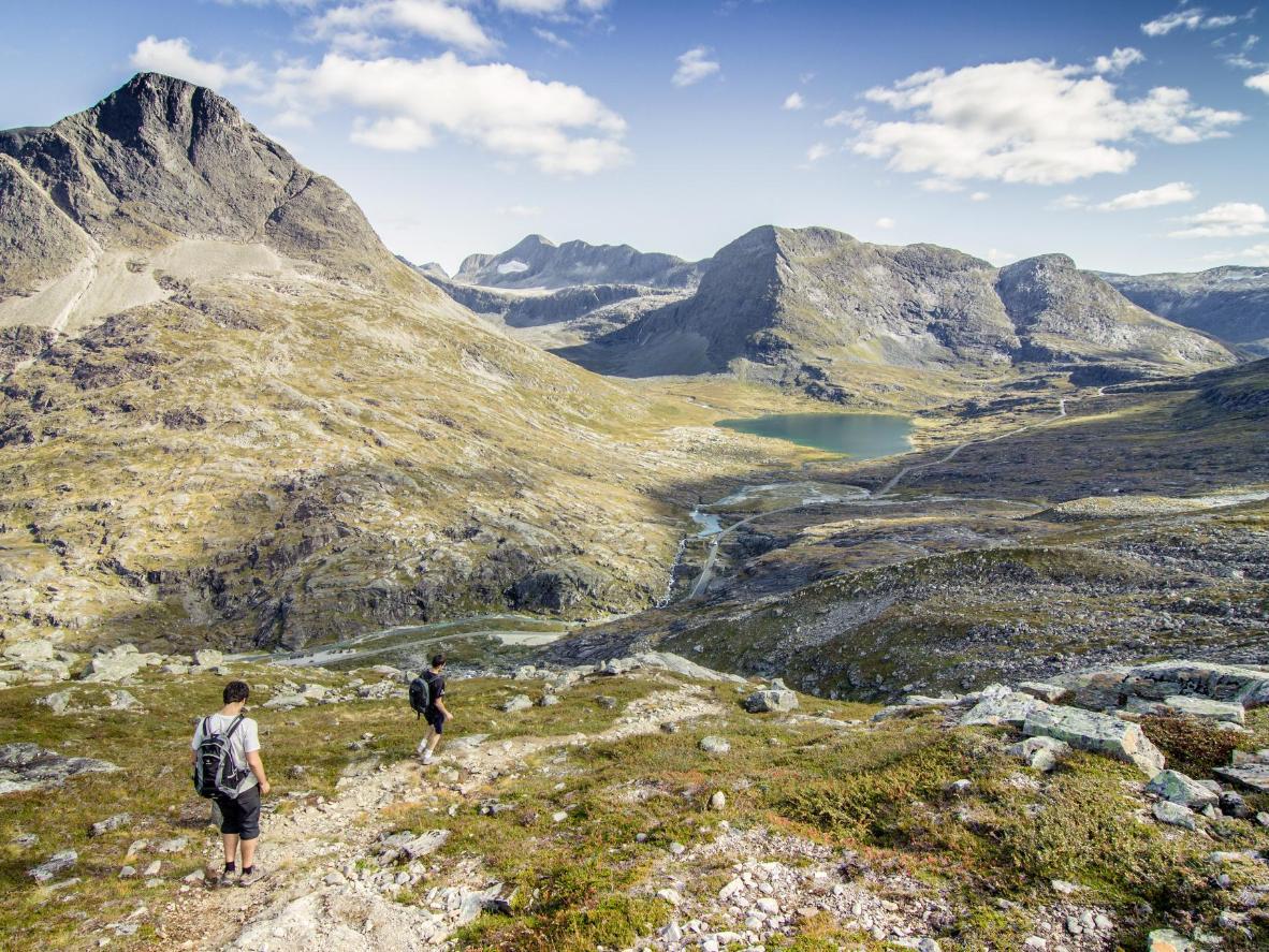 Los ríos que recorren el valle de Romsdal están salpicados de rocas gigantes