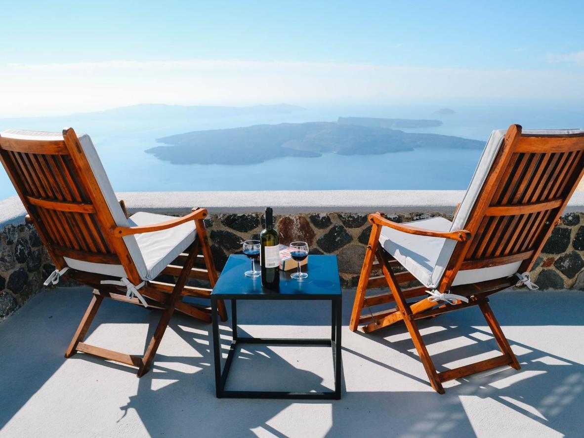 Tómate una copa de vino con unas vistas espectaculares del mar Egeo en Ikia Kriton