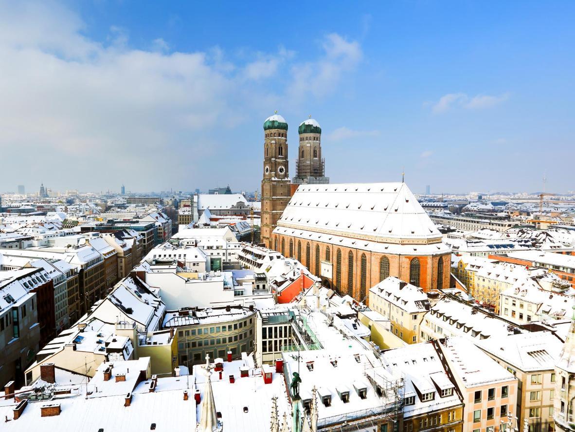 The snowy Munich Frauenkirche