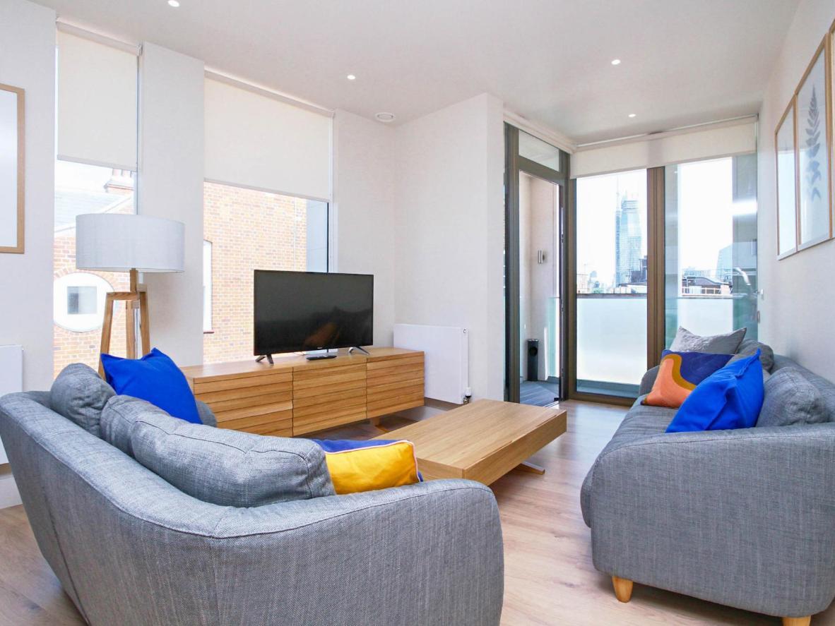Cada una de estas suites está equipada con un balcón con vistas a la ciudad.