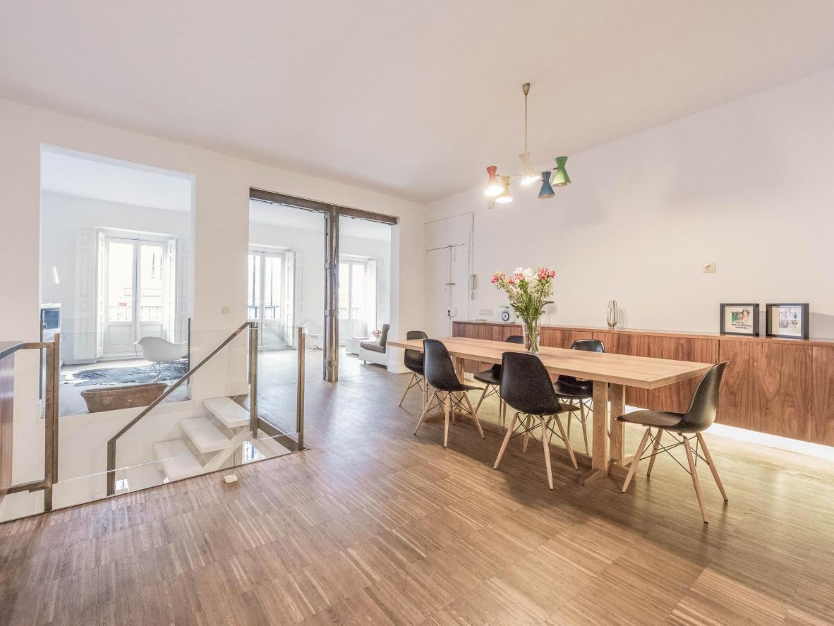 Este apartamento dúplex es ideal para familias o grandes grupos de amigos.