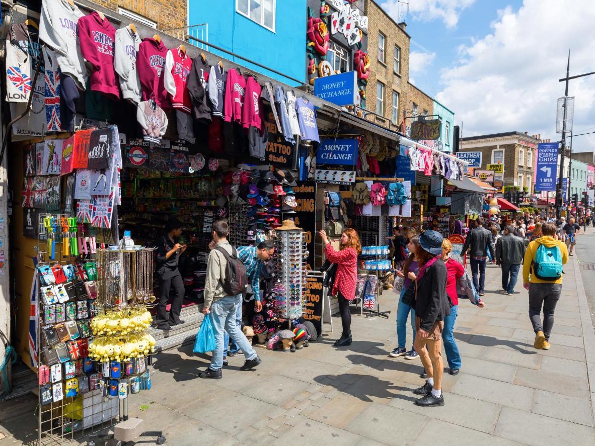 Compre en el mercado de Camden y empápese de la cultura alternativa del municipio