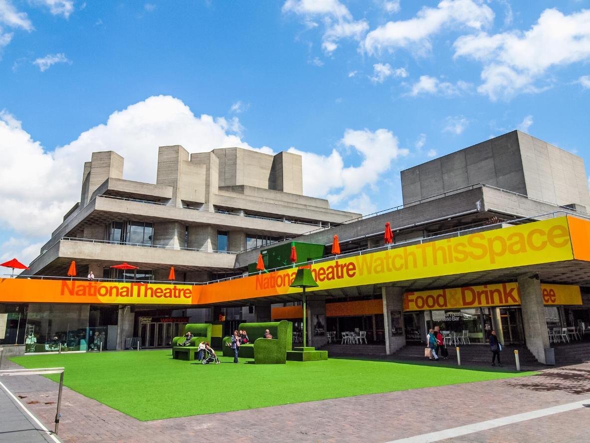 La obra maestra de arquitectura de hormigón brutalista en capas que es el Teatro Nacional, diseñado por el arquitecto Sir Denys Lasdun.