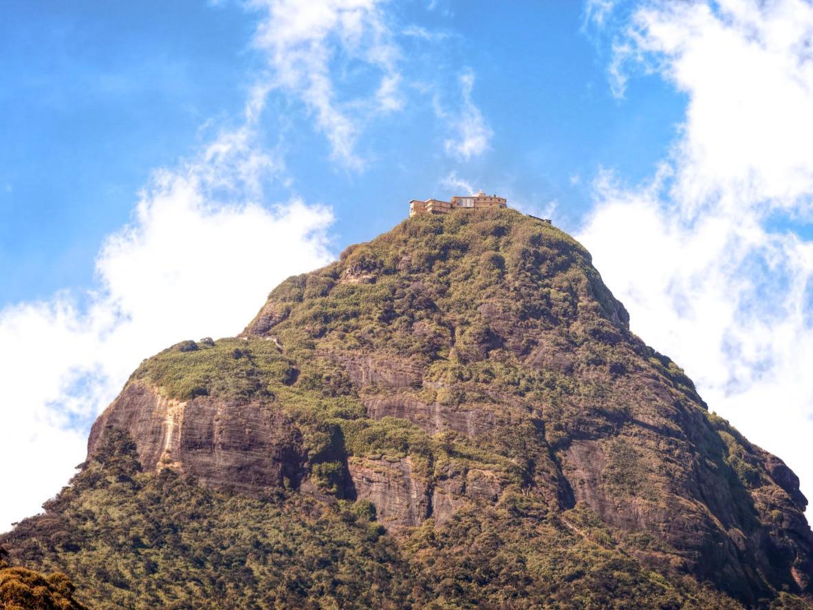 Vaade Sri Pada mäele Nallathanniya külast