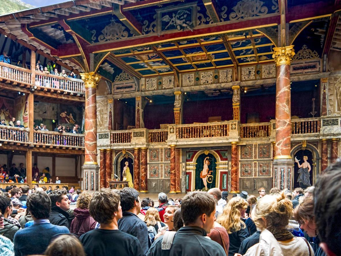 Il Globe Theatre di Shakespeare, sulle sponde del Tamigi a Londra