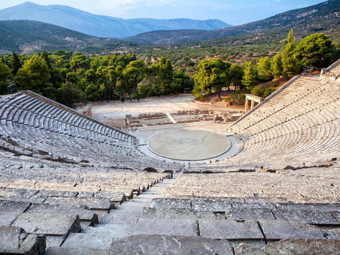 Si dice che da uno qualunque dei 14.000 posti del Teatro di Epidauro è possibile sentire uno spillo che cade sul palcoscenico