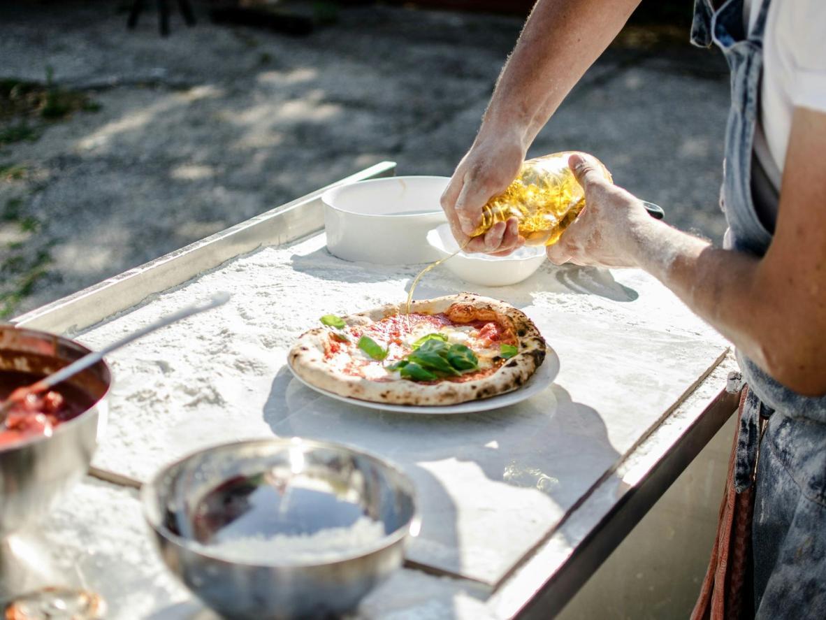 絶品ピザに出会えるのはもちろんのこと、ピザ回しの実演や勉強会への参加も可能