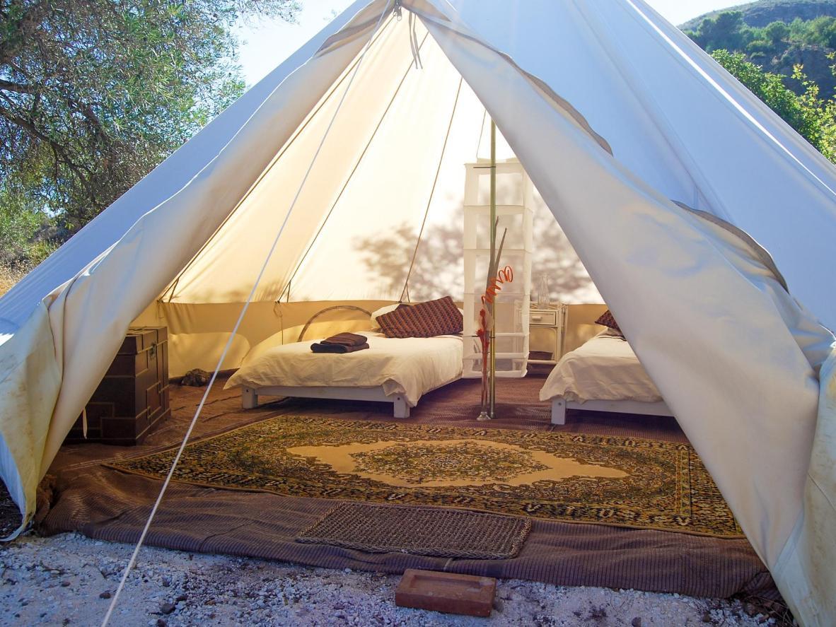 Une escapade dans une tente de luxe en pleine nature)
