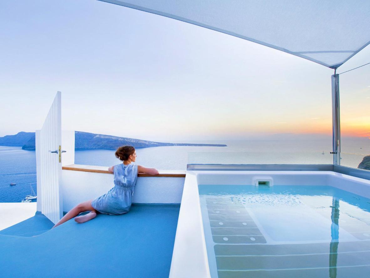 Suites excepcionales con bañeras de hidromasaje y piscinas estilo cueva