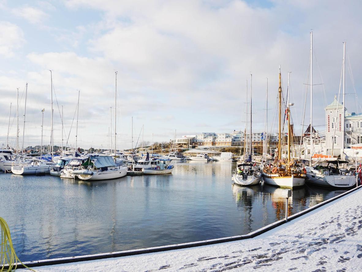 The snowy Strömstad harbour