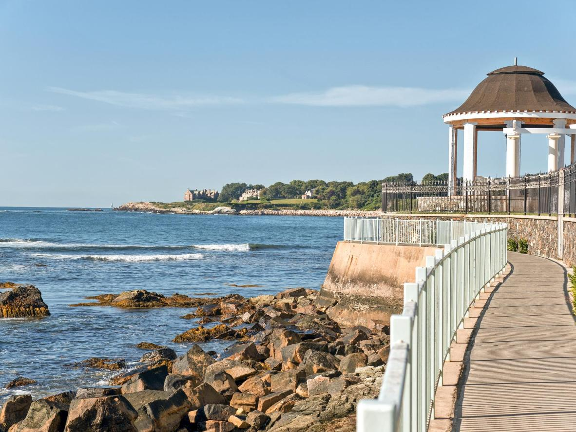 Take the historic Cliff Walk leading past colonial-era mansions