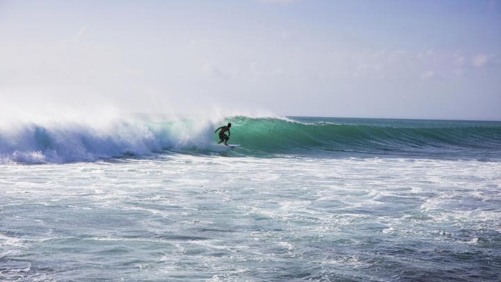 Encuentra el mejor lugar para el surf en Uluwatu