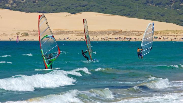 Encuentra el mejor lugar para el windsurf en Tarifa