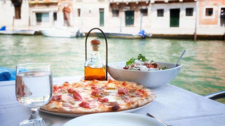 Encuentra el mejor lugar para la pizza en Venecia