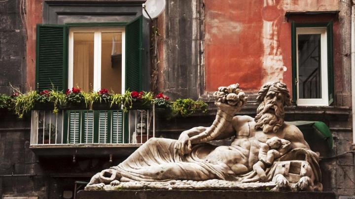 Encuentra el mejor lugar para la mitología en Nápoles