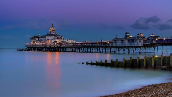 Encuentra el mejor lugar para pasear por la costa en Eastbourne