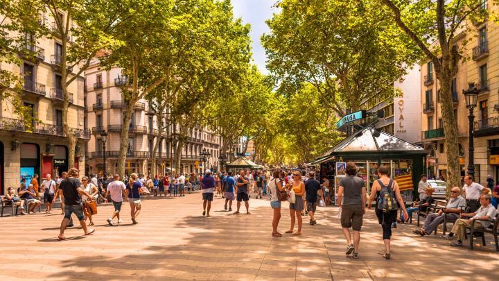Encuentra el mejor lugar para pasear por la ciudad en Barcelona