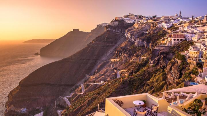 Find the best scenery in Fira