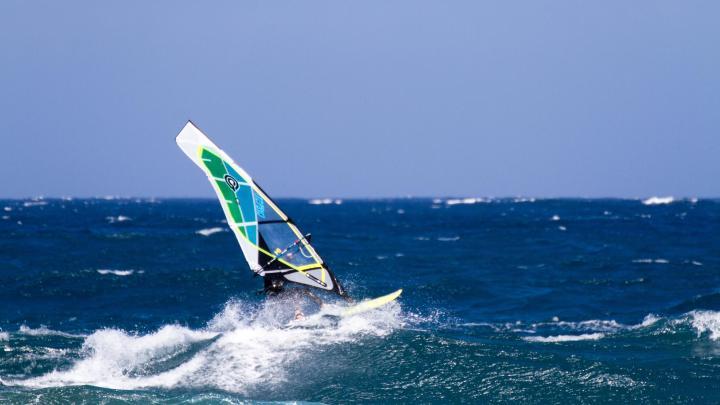 Encuentra el mejor lugar para el windsurf en El Médano