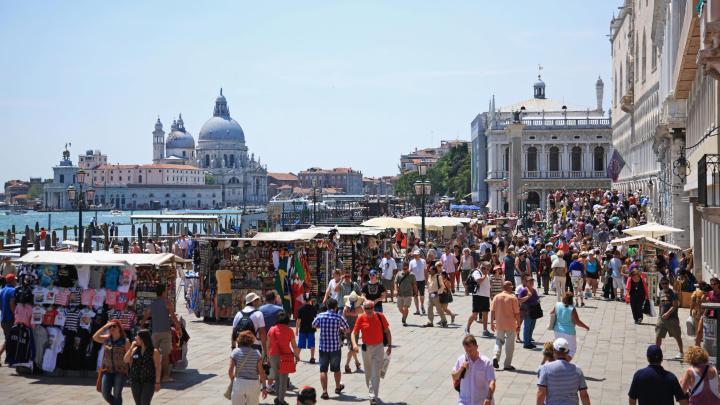 Encuentra el mejor lugar para pasear por la ciudad en Venecia
