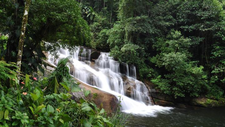 Encuentra el mejor lugar para las cascadas en Penedo