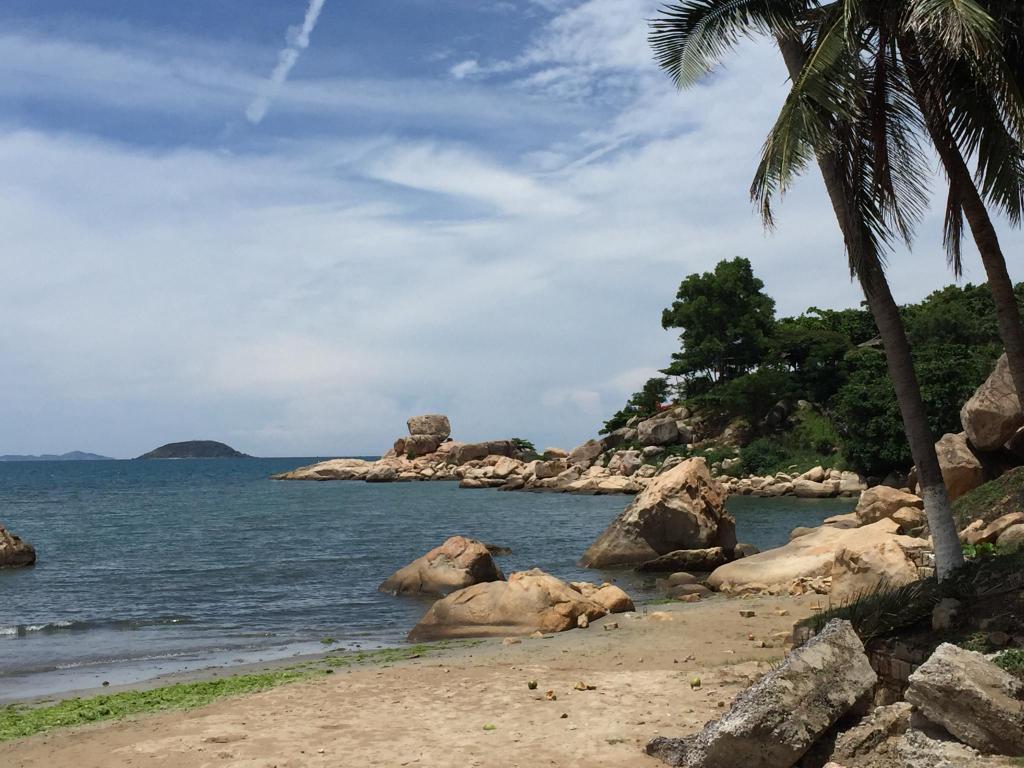 hotel sunrise nha trang beach vietnam. Black Bedroom Furniture Sets. Home Design Ideas