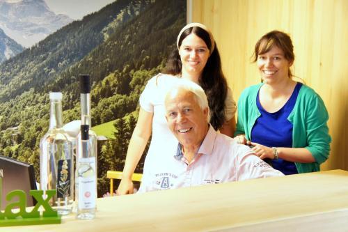 Familie Schedler, Erich mit seinen zwei Töchter Gabriella und Raphaela