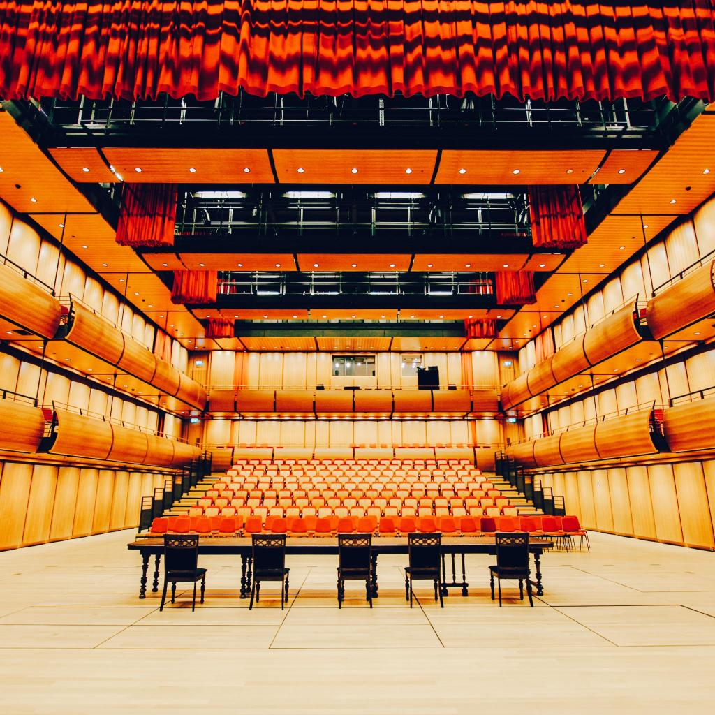 A performer's perspective of the SNFCC alternative theatre space