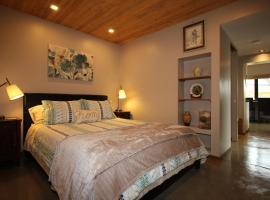 Suite in Britannia Beach, Furry Creek