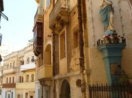 Charming Apartment in Historic Three Cities Malta, Cospicua